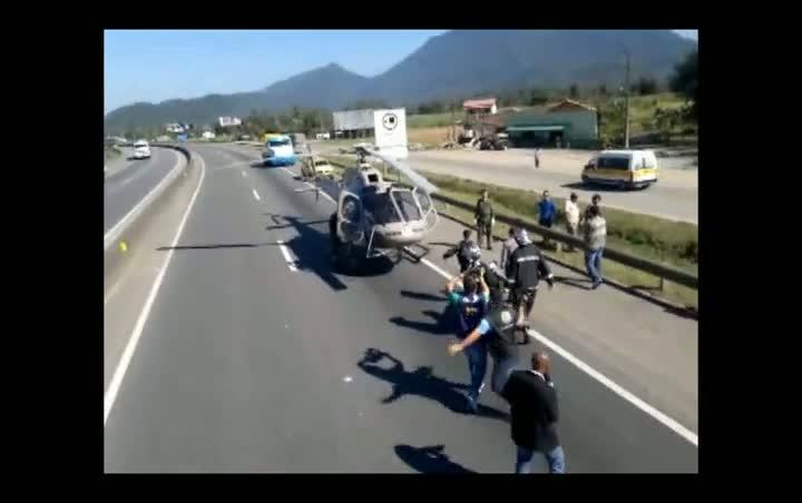 Acidente entre dois caminhões dois homens feridos em Joinville