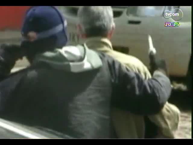 TVCOM 20 Horas - Lavras do Sul: tentativa de assalto termina em tiroteio e três bandidos são mortos - Bloco 3 - 25/10/2013