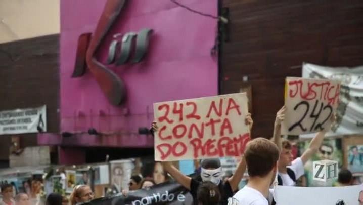 Familiares de vítimas pedem justiça em protesto