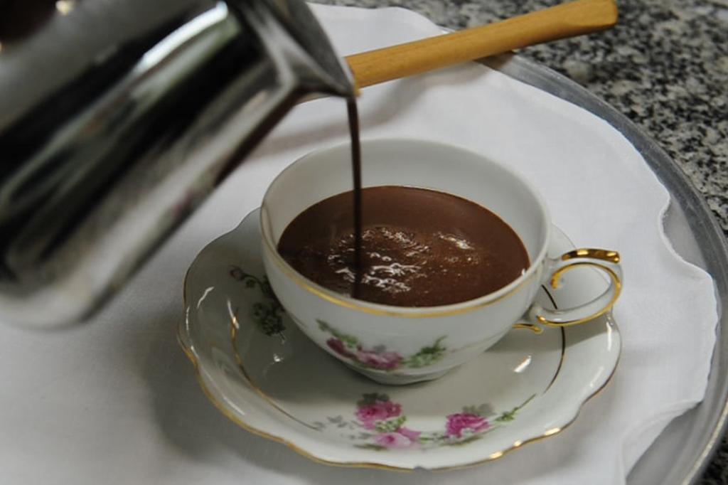 Receita Gastrô: chocolate quente com especiarias