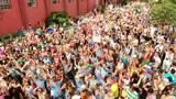 Milhares pulam carnaval com o Bloco da Velha em Caxias