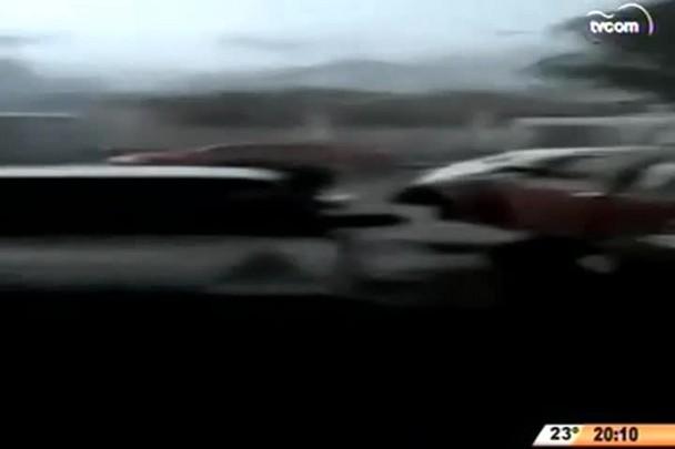 TVCOM 20 Horas - Imagens de câmera de monitoramento registra força do tornado em Xanxerê - 24.04.15