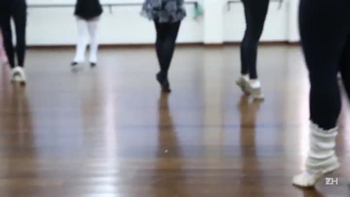 Conheça o Ballet Fitness, modalidade que mistura dança com exercícios funcionais