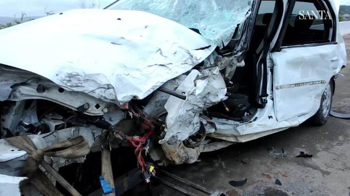 Três pessoas ficam feridas em acidente envolvendo três carros na BR-470 em Gaspar