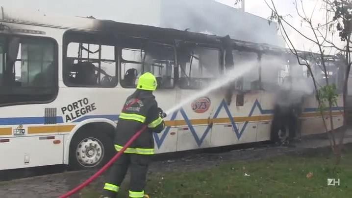 Motorista e comandante da Brigada Militar falam sobre ônibus e lotações incendiados