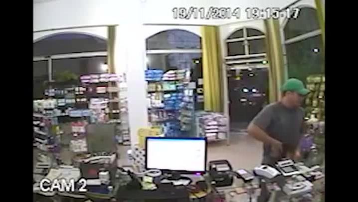 Câmeras flagram ação de assaltante em farmácia de Santa Maria