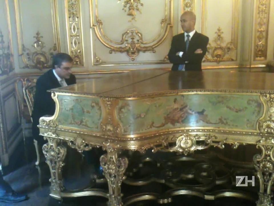 Ministro José Eduardo Cardozo toca piano no Palácio da Guanabara
