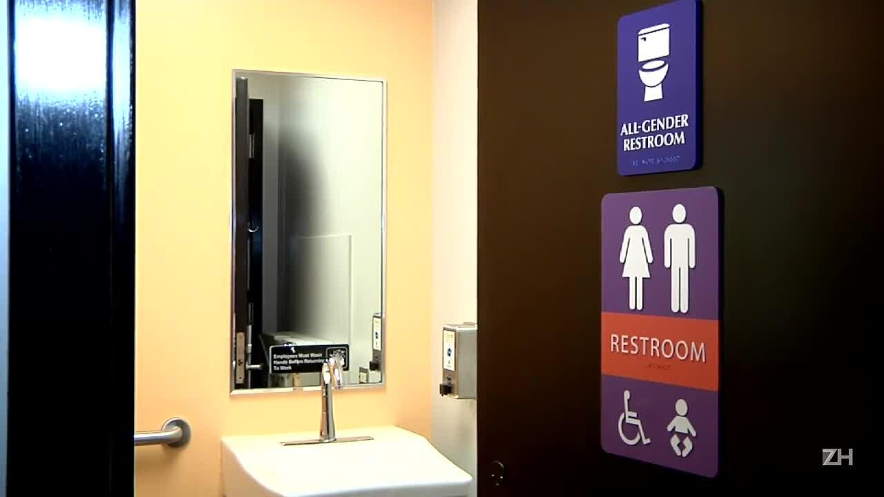 \'Batalha dos sexos\' nos banheiros