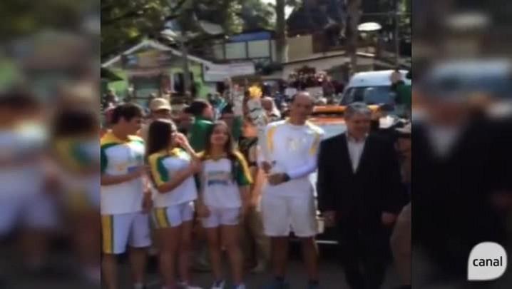Gramado: Tocha Olímpica chegou com 90 minutos de atraso e foi recebida com festa