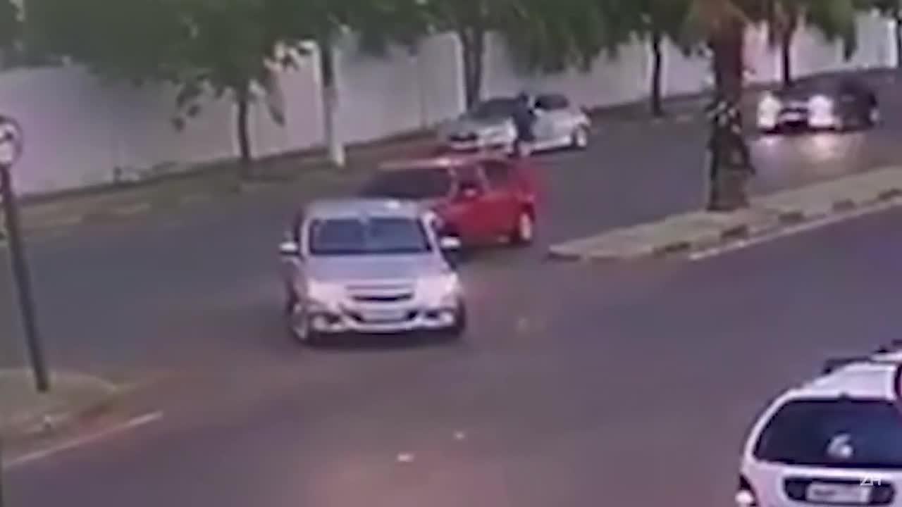 Câmeras registram homicídio de mulher em Cachoeirinha