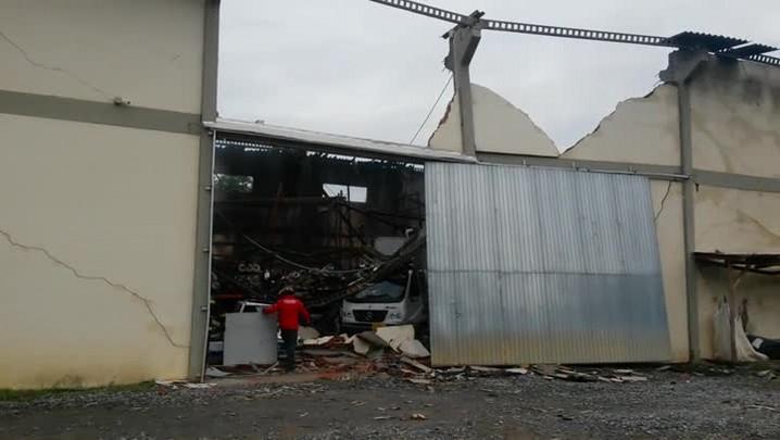 Incêndio atinge empresa de vidro em Joinville