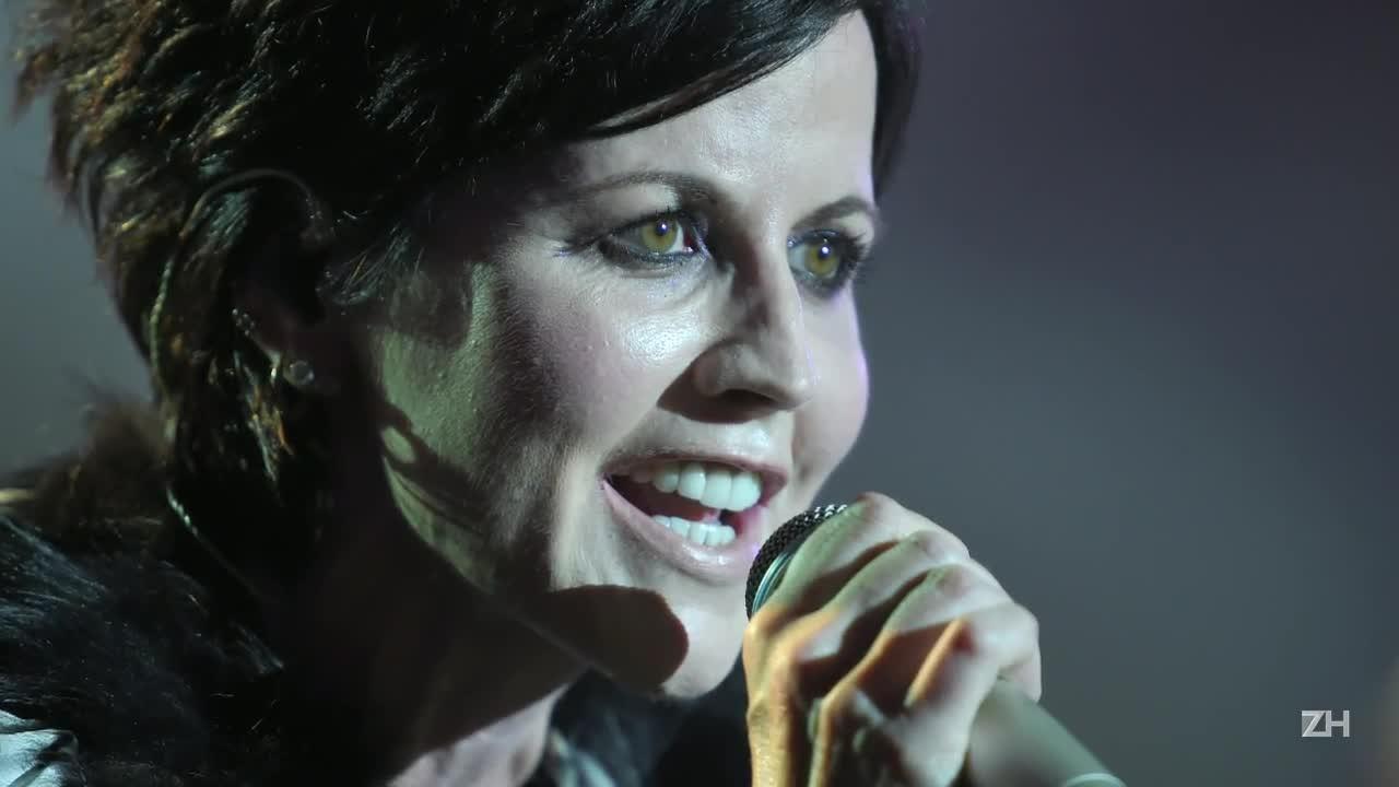 Morre vocalista do Cranberries