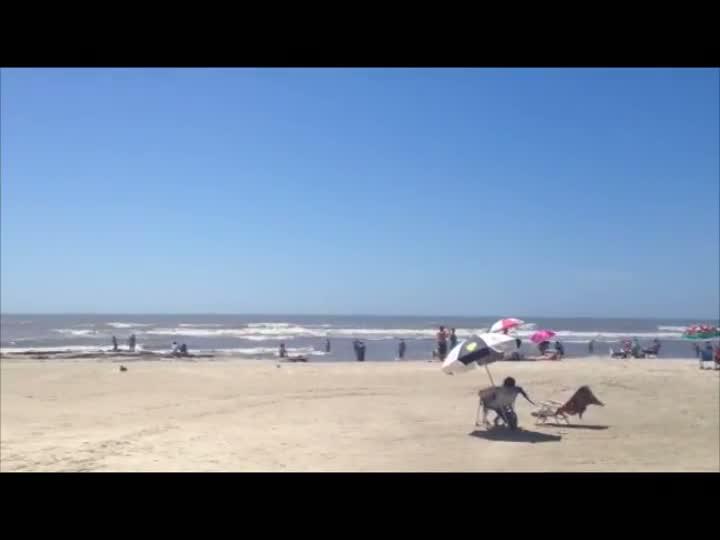 Torres tem praia cheia e muito sol. 24/12/2012