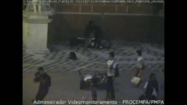 Manifestantes depredam prédio da Prefeitura