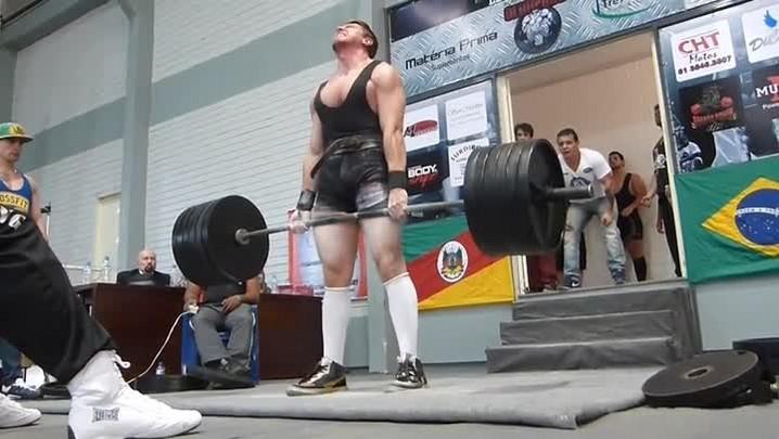 Atleta catarinense tenta tri mundial do levantamento de peso