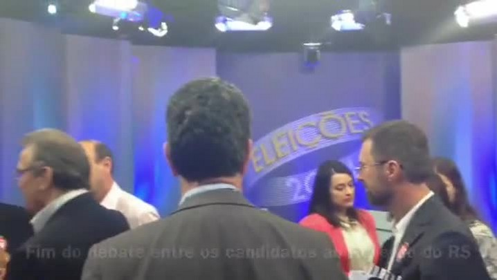 Veja os bastidores ao término do último debate dos candidatos ao Piratini