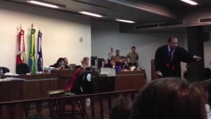 Assista trecho do Promotor Paladino em juri do caso Mara