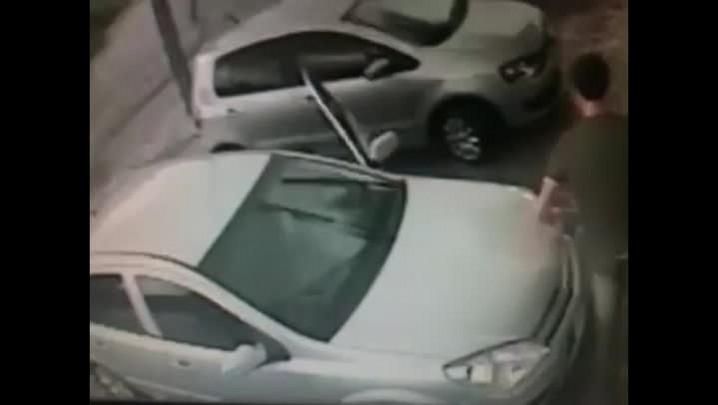 Imagens mostram fuga de assaltantes que trocaram tiros com policial de folga em Joinville
