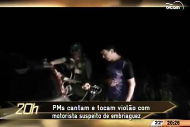 TVCOM 20 Horas - PMs cantam e tocam violão com motorista suspeito de embriaguez - 20.04.15