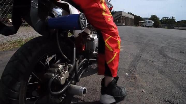 Wheeling: aos 11 anos, caxiense realiza manobras radicais sobre duas rodas