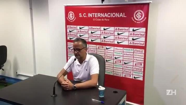 """Roberto Melo: \""""Se não fosse pela lesão de alguns jogadores, a gente venceria\"""""""