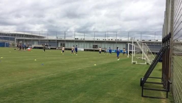 Titulares do Grêmio treinam no CT