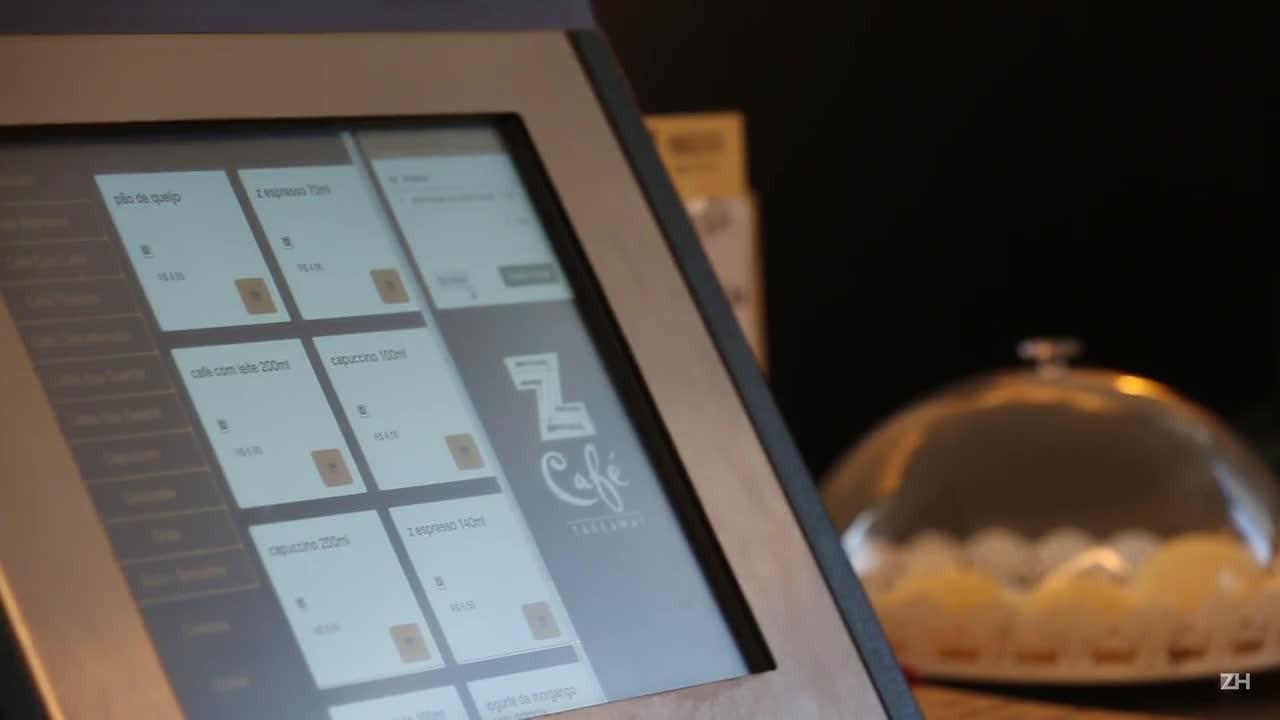 Conheça o sistema de autoatendimento em um café de Porto Alegre