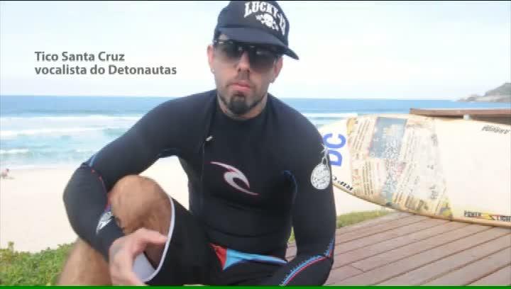Surfe com o DC - Tico Santa Cruz e seu rock nas ondas da Praia Mole