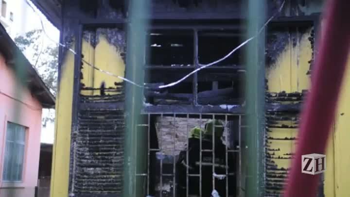 Incêndio destrói casa no bairro Menino Deus