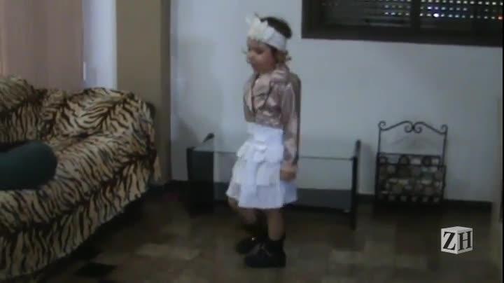 Caça-talentos ZH: Prepara! Laura interpreta Anitta