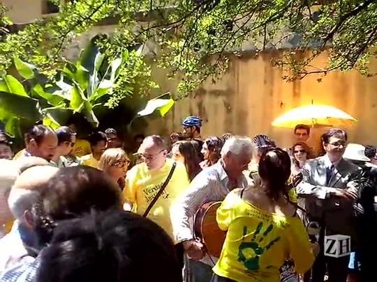 Raul Ellwanger se apresenta no prédio que abrigou o Dopinha