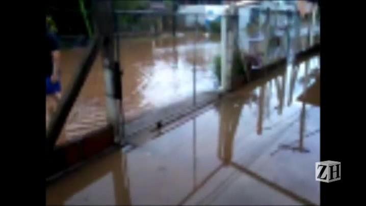 Chuva causa alagamento em Novo Hamburgo