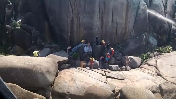 Vídeo do helicóptero Arcanjo mostra resgate na Praia Mole