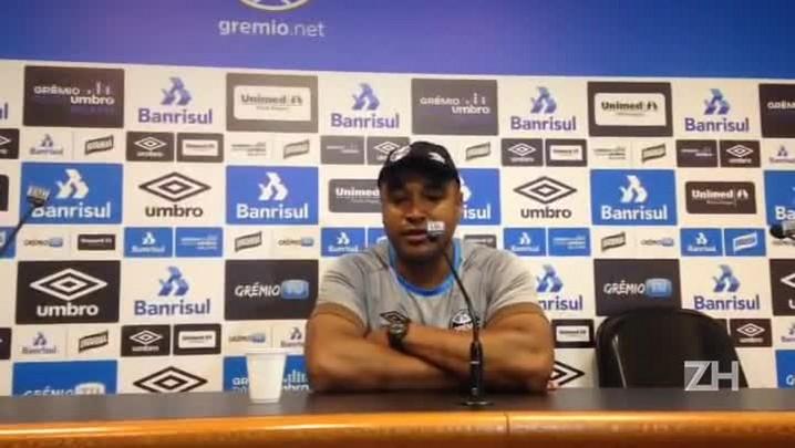 Roger fala sobre evolução física do time do Grêmio