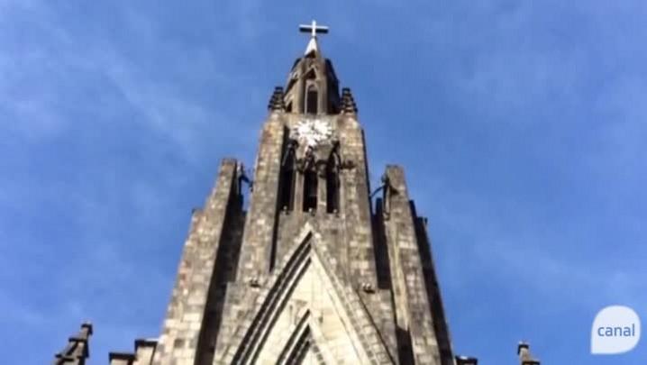 Canela: na Catedral de Pedra, tocha desceu de rapel