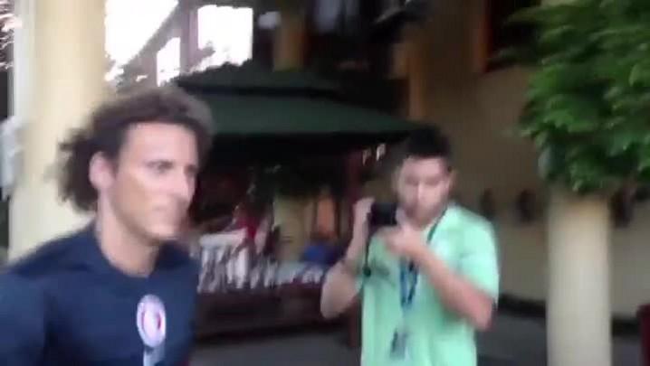 """Forlán volta a Gramado e nega propostas: \""""Tenho contrato\"""" - 17/01/2014"""