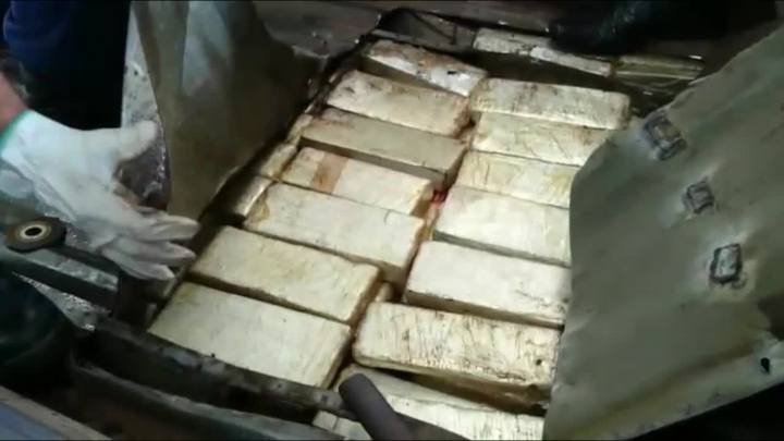 PRF apreende 91 kg de maconha em fundo falso de carro no Oeste Catarinense