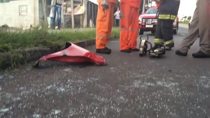 Homem morre após colidir carro contra poste na zona norte da Capital