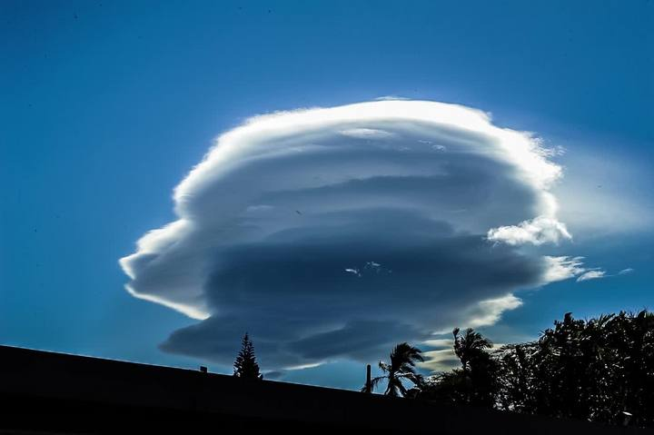 Nuvem rara se forma no céu de Joinville