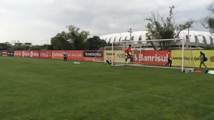 Alisson retoma os trabalhos no Inter