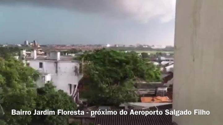 Time-lapse mostra temporal em Porto Alegre