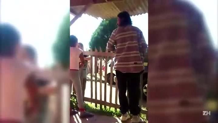 Imagens mostram PM agredindo mulher em Porto Alegre