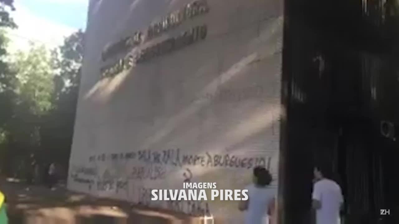 Imagens da destruição na Esplanada dos Ministérios após o protesto desta quarta-feira