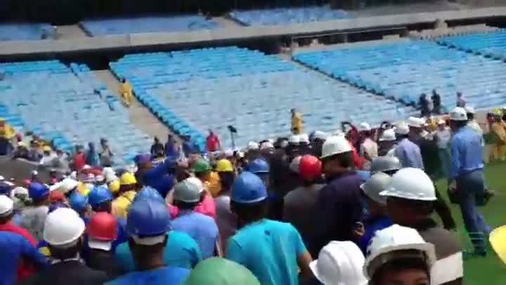 Por causa de Ronaldo, operários provocam tumulto