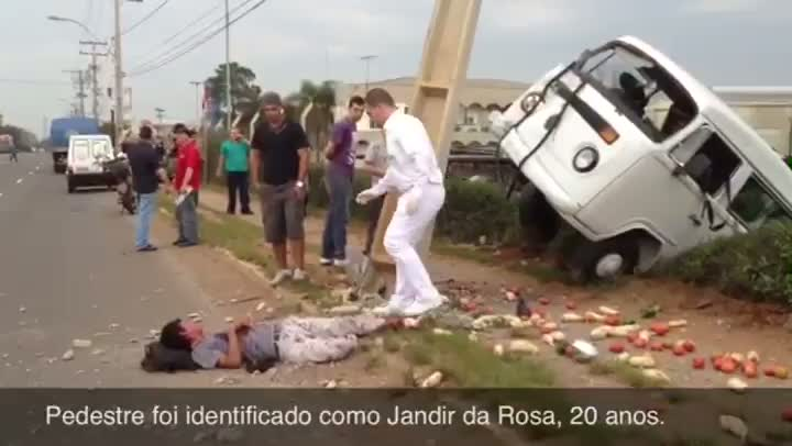 Reportagem flagra atropelamento próximo ao parque da Expointer, em Esteio. 22/08/2013