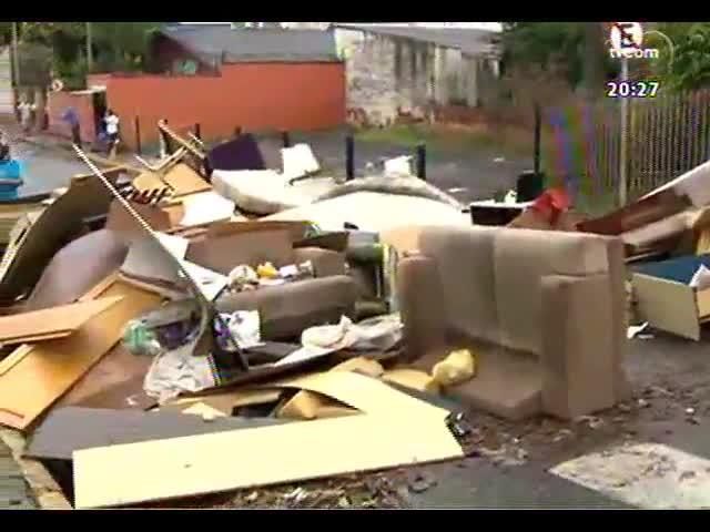 TVCOM 20 Horas - Um dia depois dos alagamentos, 1,4 mil pessoas seguem desabrigadas - Bloco 3 - 24/10/2013