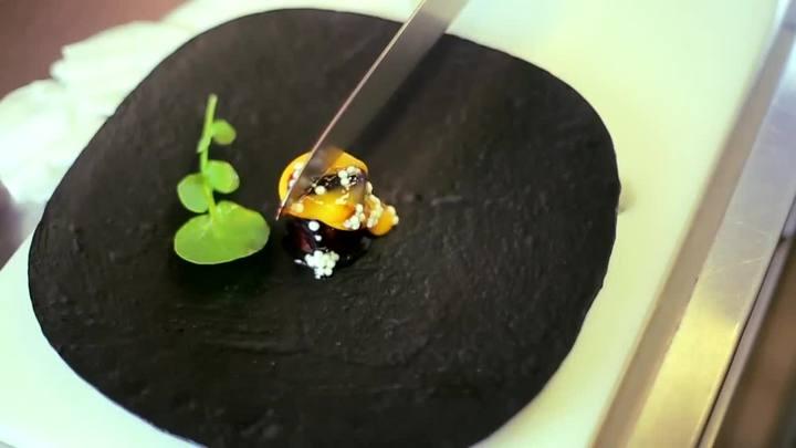 Conheça a cozinha molecular do chef Felipe Bronze