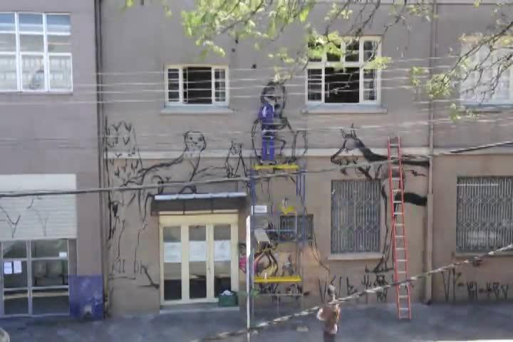 Timelapse: grafiteiros pintam Museu dos Capuchinhos