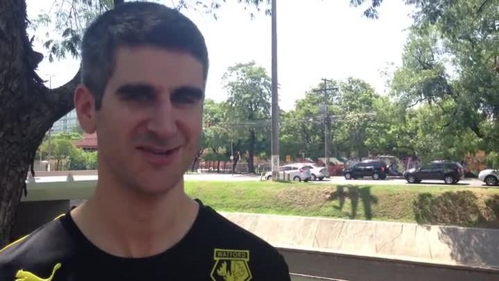 Britânico chega a Porto Alegre para atravessar o Brasil de bicicleta. 18/01/2014