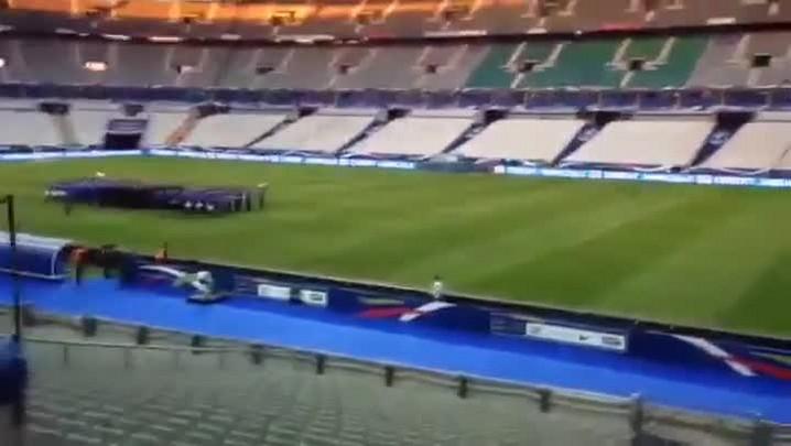 Franceses ensaiam a execução do hino nacional no Stade de France - 05/03/2014